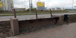 Неизвестные в Курске разобрали третью антивандальную скамейку