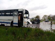 В Курской области столкнулись легковушка и автобус