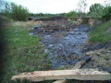 Жители Мантуровского района Курской области просят ликвидировать свалку битума