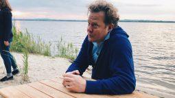 Джон Уоррен попробовал в Курской области знаменитые вареники с дырочкой