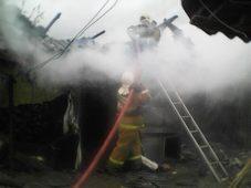Под Курском сгорели 3 сарая и баня с гаражами