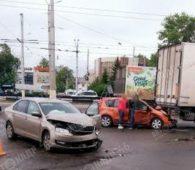 В Курске легковушка попала под грузовик