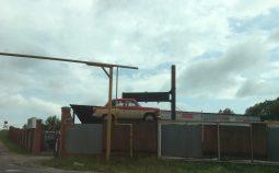 В Курске сносят незаконные рекламные конструкции
