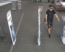 Полиция ищет курянина, укравшего товар в магазине техники