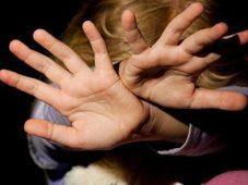На курянку завели уголовное дело за побои 8-летней дочери