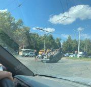 """В Курске на Льговском повороте """"Нива"""" перевернулась на крышу"""