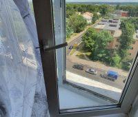 В Курске по факту падения из окна ребенка началась проверка