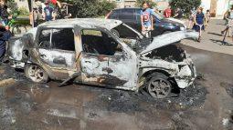 В Курской области среди бела дня полностью сгорел автомобиль