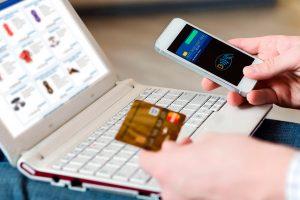 Эксперт назвал опасные места для оплаты банковской картой