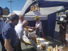 В Курской области началась первая ярмарка меда