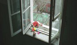 В Курске погиб ребенок, выпав из окна 10-го этажа