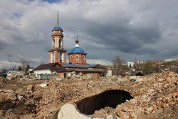 """В Курске исследуют """"винные погреба"""" и вход в старинный подвал"""