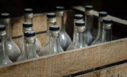 Курянина оштрафуют за сбыт 9 тысяч бутылок немаркированного алкоголя