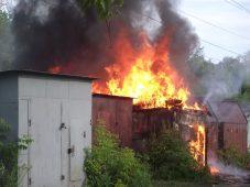 В Курской области сгорел гараж с автомобилем