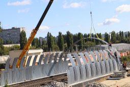 В Курской области устанавливают арку для путепровода