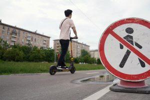 Спорный транспорт: мода на электросамокаты добавила проблем и пешеходам, и самим райдерам