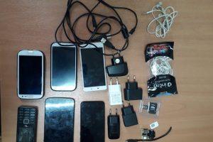 В Курской области иностранец попытался перебросить в колонию 6 телефонов