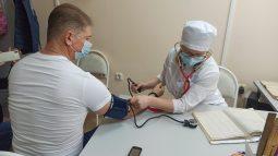 Замгубернатора Курской области Андрей Белостоцкий привился от гриппа
