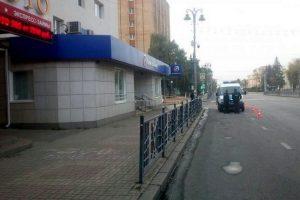В центре Курска неизвестные вскрыли банкомат
