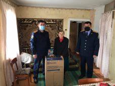 В Курской области офицеры помогли ветерану войны