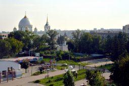 В Первомайском парке в Курске расчищают площадку бывшего Летнего театра