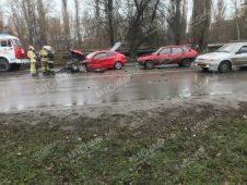 В Курске в ДТП столкнулись три машины