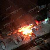 В Курской области ночной пожар повредил два салона связи и автомобиль