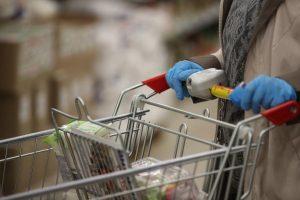 Много бывает: спрос на продукты для запасов упал на 30%