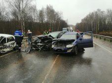В Курской области в ДТП с тремя машинами четверо ранены