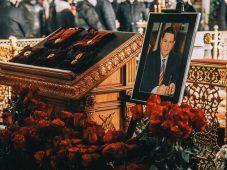 Куряне простились с экс-губернатором Александром Михайловым