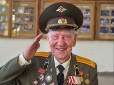 Сегодня курскому писателю-фронтовику Петру Михину исполнилось бы 100 лет