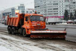 В Курске снегоуборочная техника работает круглосуточно