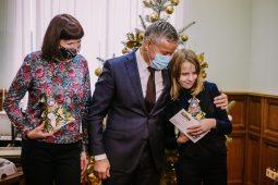 Виктор Карамышев исполнил мечту юной курянки в акции «Елка желаний»