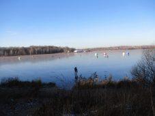 В Курской области рыбаки и дети на коньках вышли на неокрепший лед