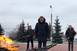 Возложили цветы к Могиле Неизвестного Солдата