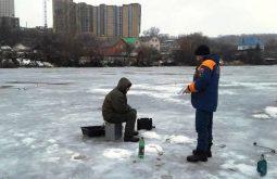 Более ста курских рыбаков ежедневно выходят на тонкий лед
