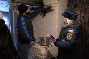 В Курске спасатели проверили печное отопление в домах многодетных семей