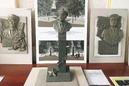 В Курске выбрали лучший проект барельефа и памятника Михаилу Булатову