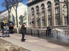 В Курске убирают мусор с городских улиц