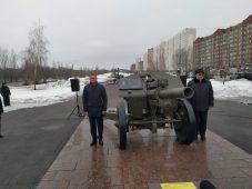 Курскому ветерану установили памятник на гаубице
