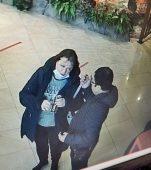В Курске разыскивают женщину, которая украла в торговом центре телефон