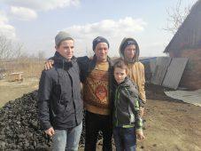 В Курской области отцу-одиночке с тремя детьми помогли углем