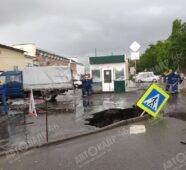 В Курске ушел под землю дорожный знак
