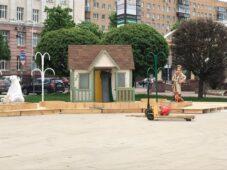 На Театральной площади в Курске создают Город цветов