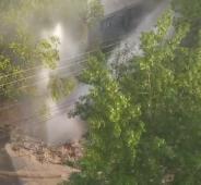 На улице Челюскинцев в Курске утром забил «гейзер»