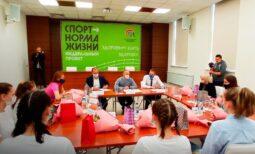 Замгубернатора Курской области встретился юными баскетболистками