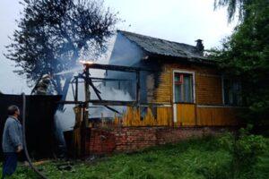 В Дмитриеве Курской области горел жилой дом