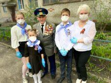 Тимуровцы поздравили курских ветеранов