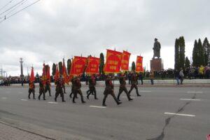 У Триумфальной арки в Курске прошел Парад Победы
