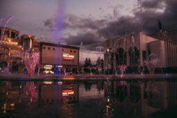 В центре Курска заработал светомузыкальный фонтан